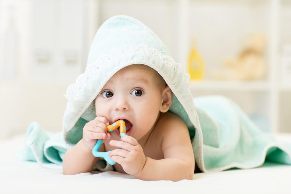 Estremamente Come alleviare il mal di denti nei neonati - Non sprecare ZV21
