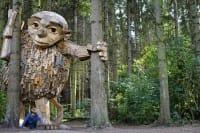 Thomas Dambo, un progetto di riciclo creativo del legno tra sogno e realtà