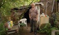 Il clochard diventato milionario che ha lasciato tutto ai senza tetto come lui (video)