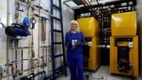 Khawla, la donna giordana che fa l'idraulico con successo nonostante i pregiudizi