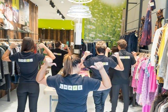 Napoli, il negozio di abiti usati che con i ricavi finanzia progetti solidali sul territorio
