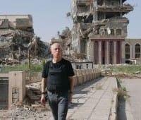 Il monaco che, armato di scanner e computer, salva i libri antichi dall'Isis (foto)