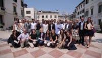 Paolo e i laureati all'Università della solidarietà, dove si impara ad aiutare il prossimo