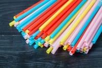 Cannucce di plastica per le bibite: eliminiamole. Come hanno fatto molti bar nel mondo (foto)