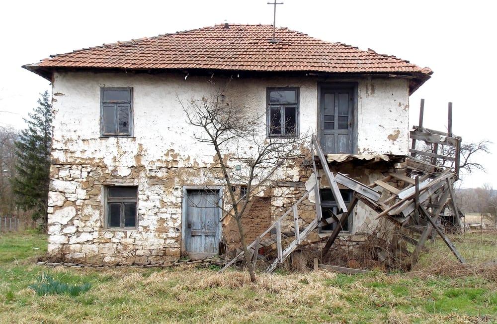 Dove comprare casa a 1 euro non sprecare for Case ristrutturate da architetti foto