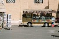 Pizzicagnoli, baracche, dehors: la religione del cibo ci sta soffocando