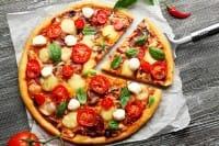Pizza fatta in casa, una raccolta di ricette gustose e tante originali varianti, anche a base di frutta (foto)