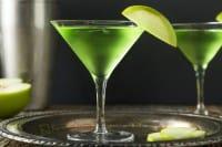 Liquore al basilico, la ricetta per farlo in casa. Un digestivo fresco e aromatico