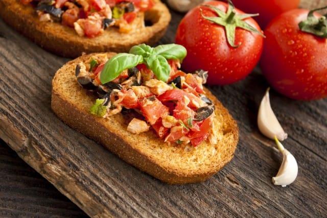 Bruschette: la ricetta con il tonno, i pomodori e le cipolle di Tropea