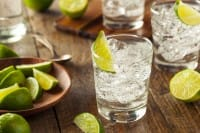 Gin tonic, la salutare ricetta mediterranea. Meno gin, un tocco di pompelmo e cetriolo