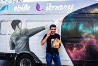 """In Grecia c'è una libreria dedicata ai migranti che va in giro su """"quattro ruote"""" (foto)"""