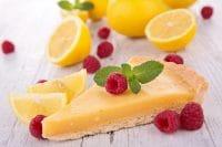 Crostata al limone, la ricetta con le mandorle, lo yogurt e il baccello di vaniglia. Senza burro