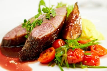 Filetto con salsa di fichi, una ricetta raffinata e gourmet arricchita dal vino rosso