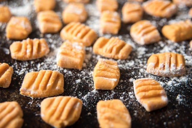 ricetta-gnocchi-carote-patate (2)