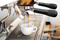 Caffè in Italia, abbiamo il record delle macchinette. Meno voglia di berlo in compagnia? E di stare insieme?