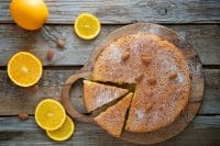 Torta di patate e mandorle, la ricetta speciale di un dolce soffice, al profumo di limone