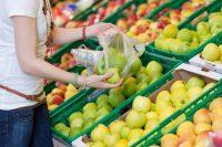 Sacchetti biodegradabili, una legge demenziale che stanga i consumatori e aumenta i rifiuti
