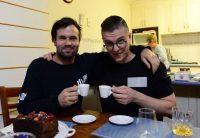 Dal virtuale al reale, Matt vuole prendere un caffè con ognuno dei suoi amici su Facebook