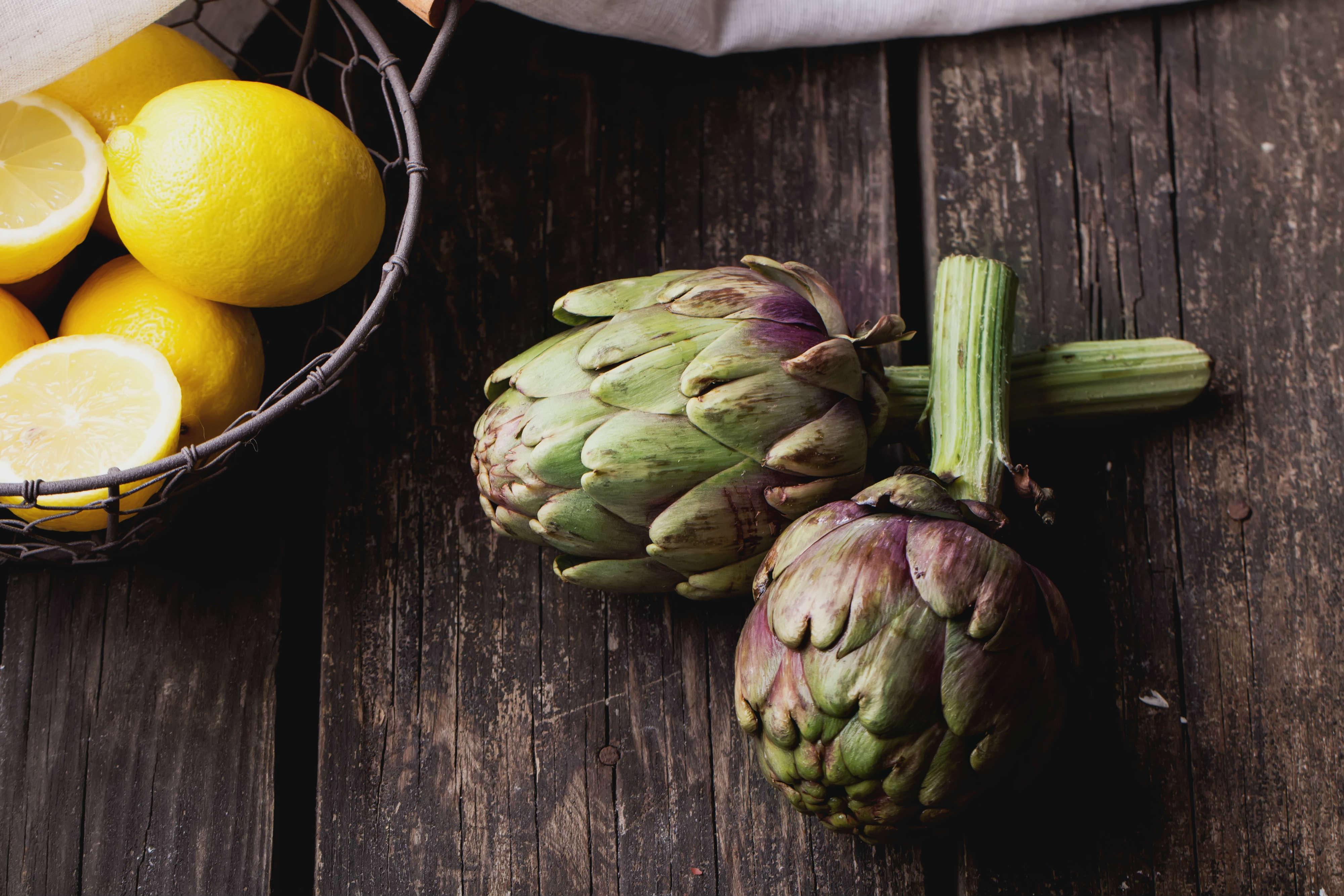 Tutti i benefici dei carciofi: aiutano il fegato, abbassano il colesterolo e facilitano la digestione