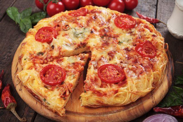 Finta pizza, la ricetta che recupera la pasta avanzata in maniera originale e gustosa