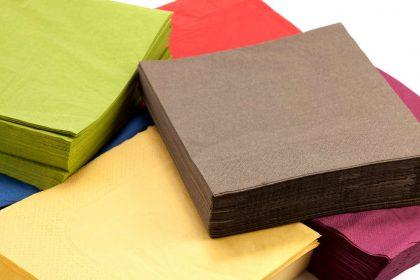 Tovaglioli di carta, inutile consumarne sei al giorno. I consigli per ridurre questo spreco a casa e al bar
