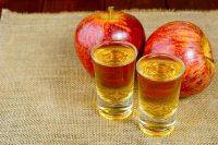 Liquore di mela, la ricetta perfetta come digestivo a fine pasto e per rendere gustosi i dolci