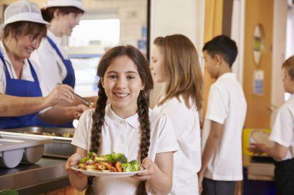 Mense scolastiche, ogni giorno si butta cibo per 360mila euro. E poi mancano i soldi per gli asili