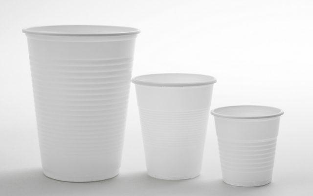Bicchieri da caffè, arriva una nuova tassa. Ma l'ambiente pulito lo devono pagare i consumatori?