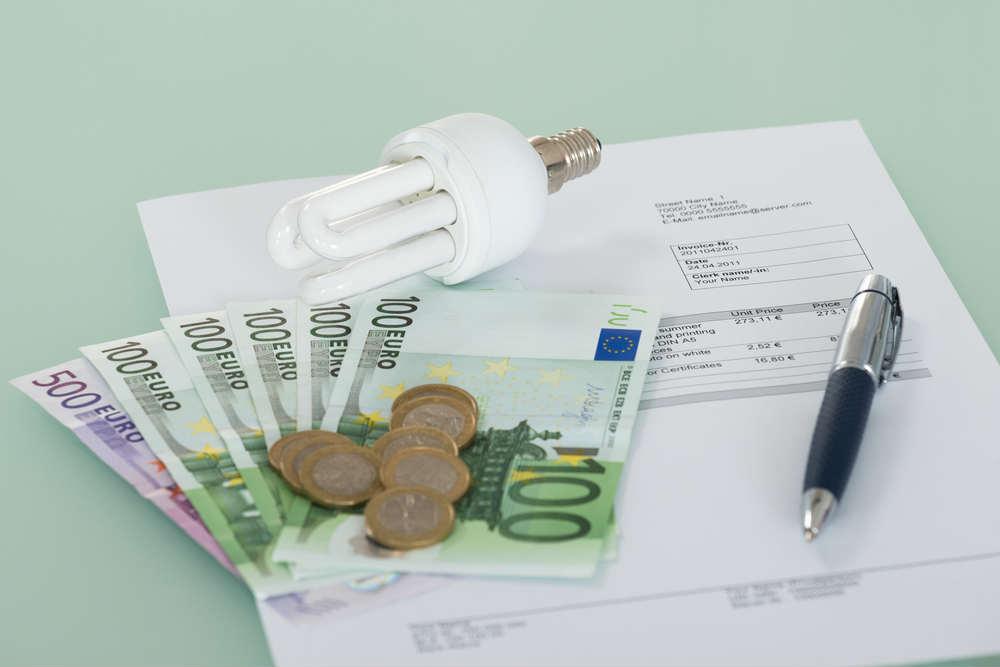 aumenti bollette luce e gas