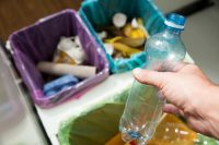 Pattumiera e bidone della spazzatura, per pulirli usate bicarbonato e chicchi di caffè (foto)
