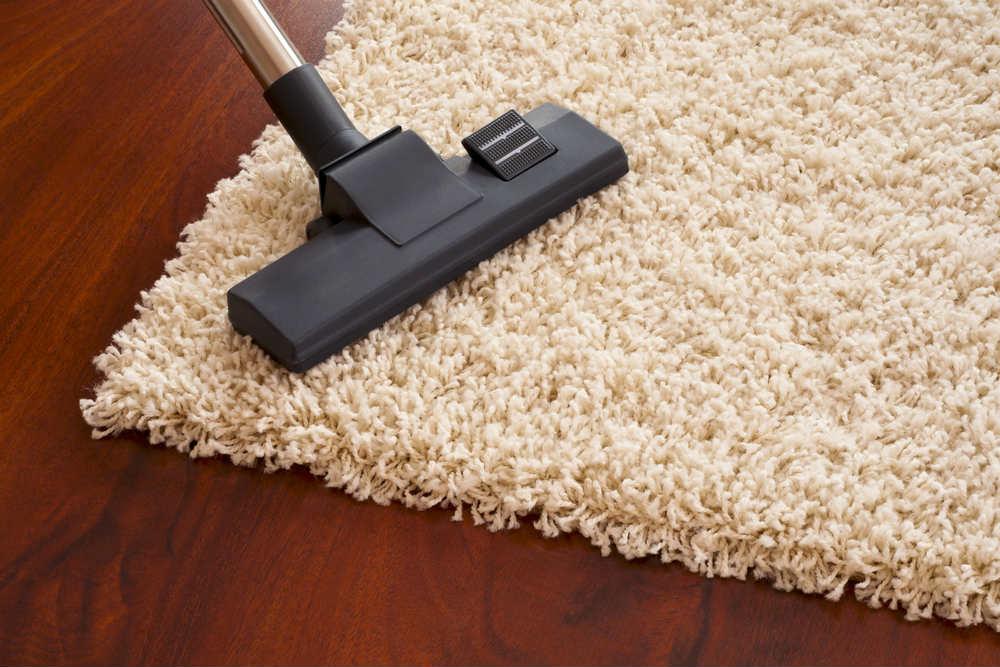 come pulire i tappeti con prodotti naturali