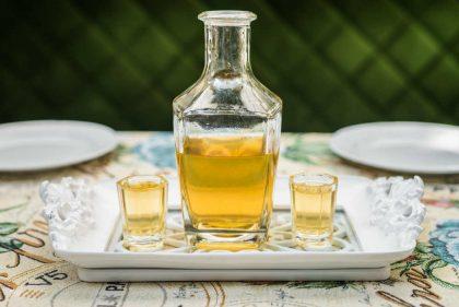 Liquore di melissa, la ricetta per farlo in casa. Con acqua, alcol e zucchero