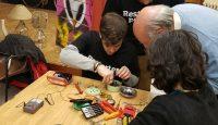 I Restart Party arrivano in Italia: le piccole feste della riparazione a costo zero dove chiunque può partecipare