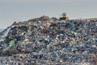 Chi produce più rifiuti al mondo? L'America. Ma la plastica arriva da cinque paesi asiatici