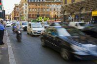Auto a diesel, l'Europa le sta abbandonando. Divieto anche a Roma dal 2024. Ma servono incentivi…