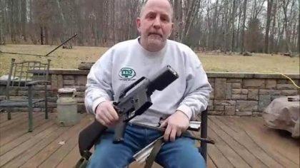 No alle armi, la storia di un pistolero pentito. E di una ragazza 18enne che sfida Trump (video)