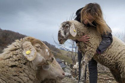 Silvia Montanaro, l'Heidi della lessinia che lascia la città per una vita a contatto con la natura