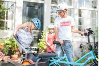 Bici elettrica formato bambini, una mini station-vagon.  Leggera, elegante, green. Con un neo: costa molto