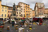 A Roma i camion dell'Ama consumano come una Ferrari. Chi ruba la benzina? L'azienda non può neanche indagare