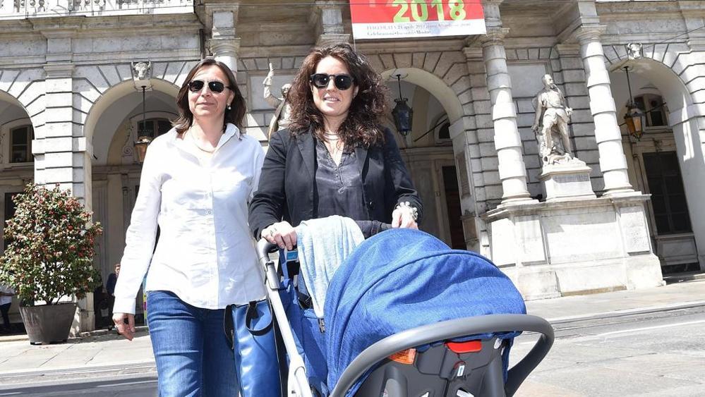 primo bambino italiano registrato con due mamme
