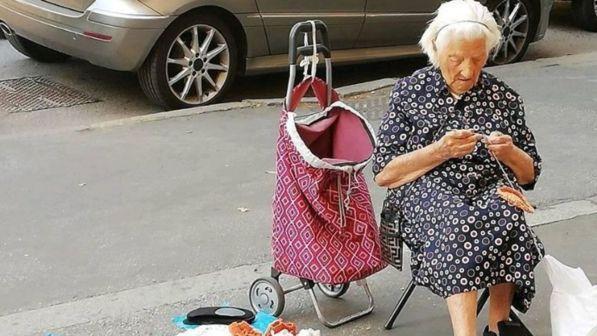 come combattere la solitudine degli anziani