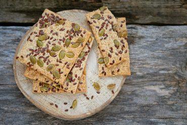 ricetta crackers con semi di zucca