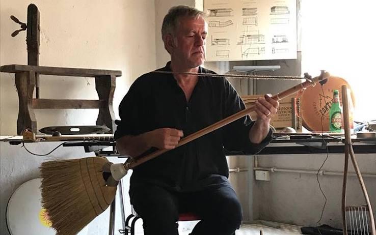 STRUMENTI MUSICALI CON MATERIALE RICICLATO