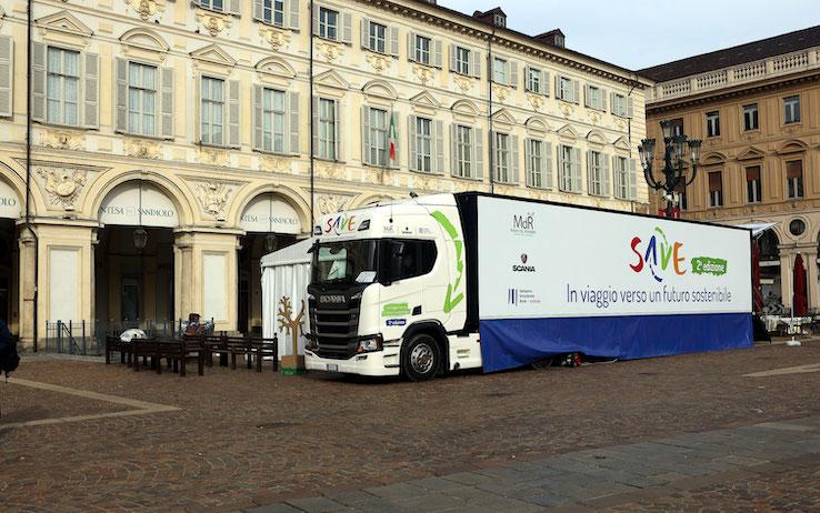 I soldi non si sprecano, il tour nelle regioni italiane per insegnarlo a migliaia di studenti. Giovanissimi (foto)