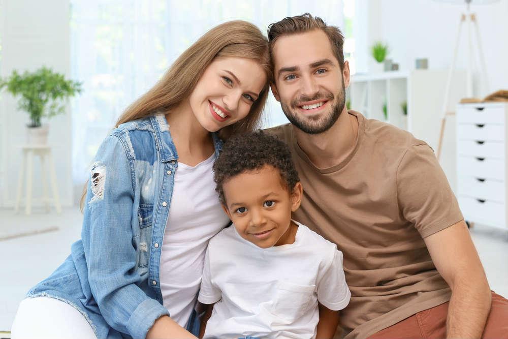 Adozioni, crollano anche per effetto del Covid. E quasi 6 milioni di famiglie sono senza figli