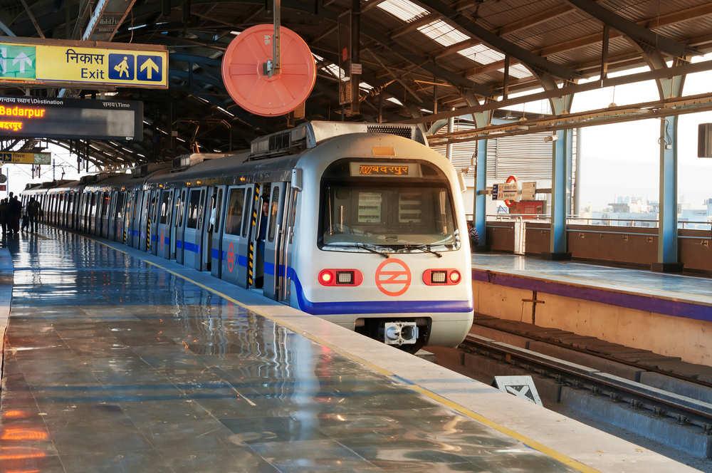 La metropolitana funziona col sole: a Nuova Delhi la prima metro al mondo che si muove grazie all'energia solare