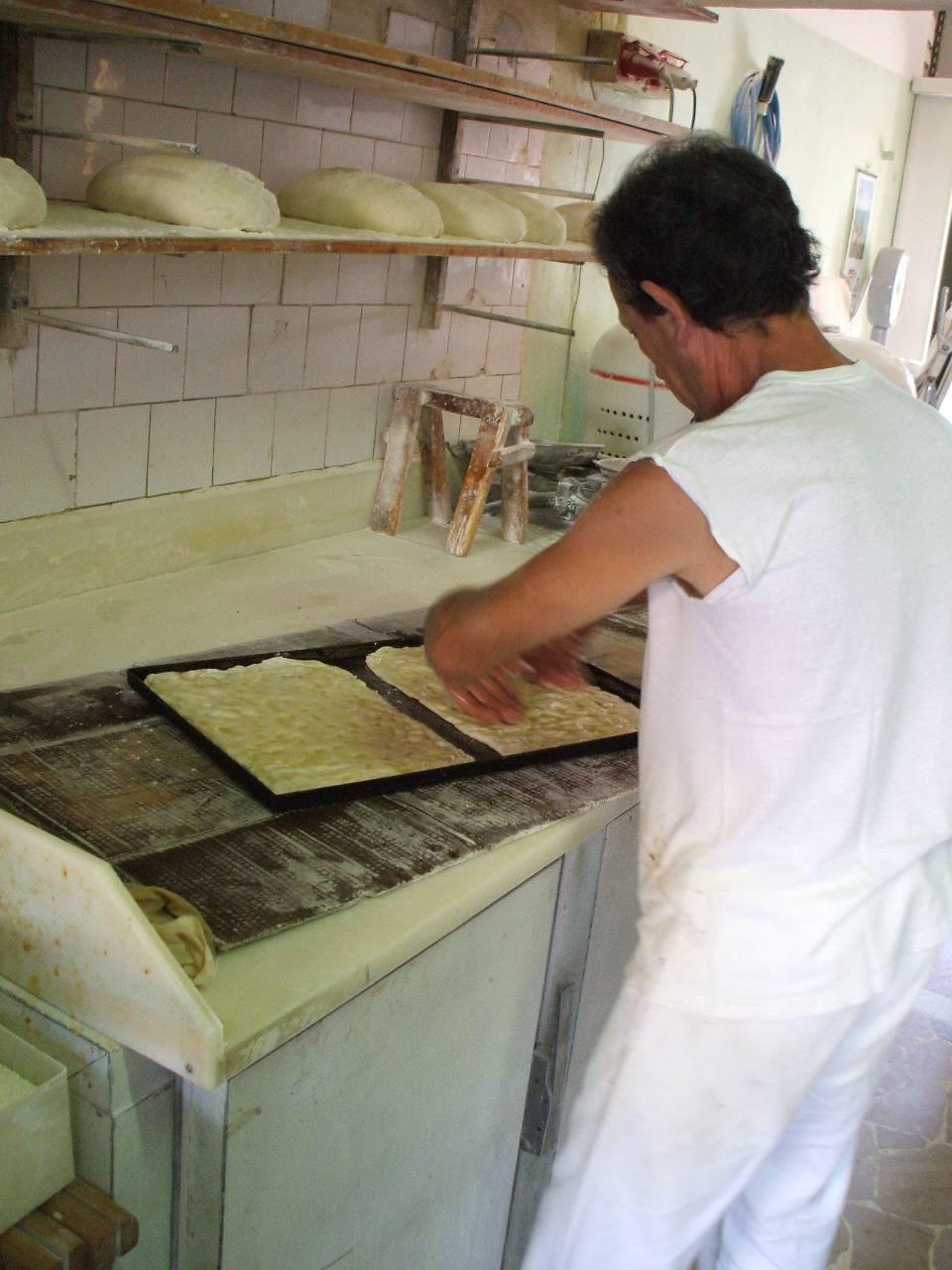 panificio che ritira il pane vecchio