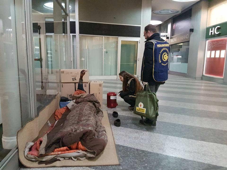 biblioteca mobile per i senzatetto