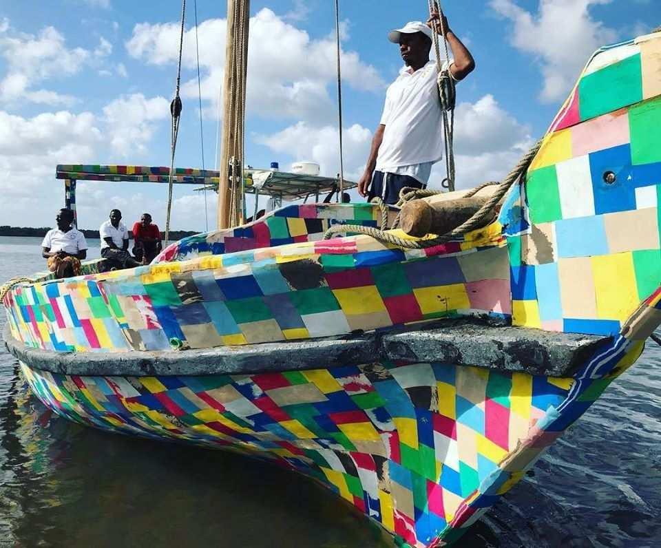 barca fatta con le infradito