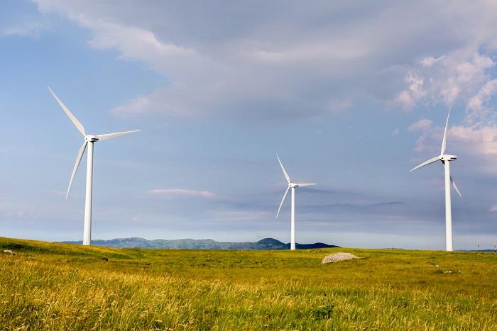 Energia, come cambia la rete di distribuzione. Intanto il 50 per cento dei consumi coperti dalle rinnovabili